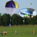 Fallschirmspringer mit genähtem Fallschirm